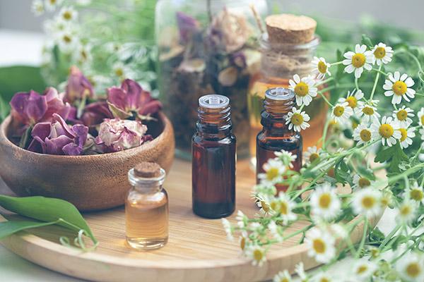 香り立つ天然精油を配合
